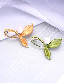 Fashion Champagne Gold Color Alloy Hollow Brooch With Pearl Leaves And Diamonds