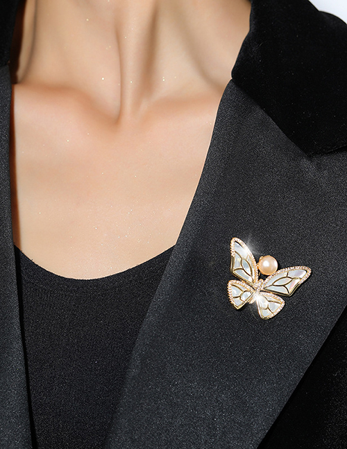 Fashion Silver Color Copper And Diamond Pearl Butterfly Brooch
