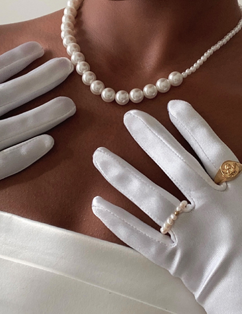 Fashion White Large And Small Pearl Beaded Necklace
