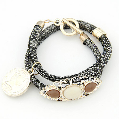 Elegant White Leopard Shape Decorated Bracelet