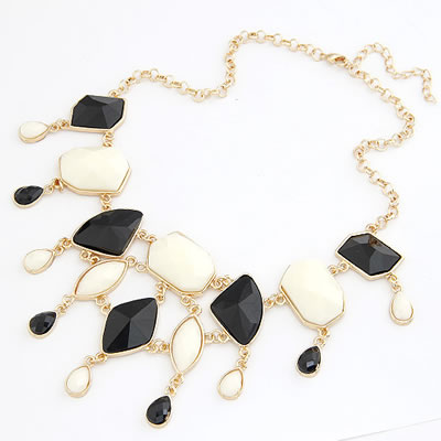 Retro White Geometric Gemstone Decorated Short Chain Necklace