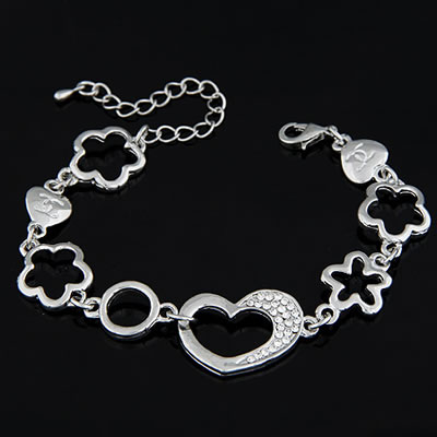 Korean Exquisite Fashion Heart Decorated With Cz Diamond Bracelet Silver Color