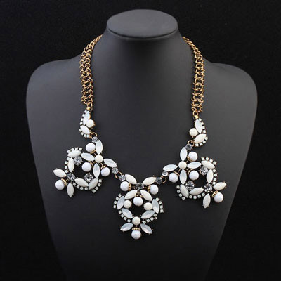Exquisite White Butterfly Shape Decorated Simple Design Alloy Bib Necklaces