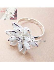 Equestrian White Flower Alloy Korean Rings