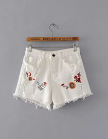 Fashion White Embroidery Flower Decorated Short Jeans Pant