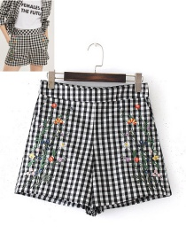 Fashion Black+white Embroidery Flower Decorated Simple Shorts