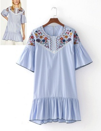Fashion Blue Embroidery Flower Shape Decorated Dress