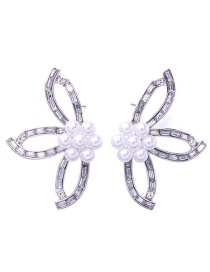 Fashion Pearl Flower Shape Decorated Earrings