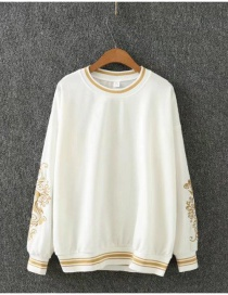 Fashion White Embroidery Flowers Decorated Sweater