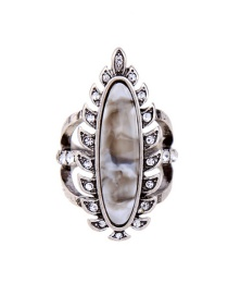 Vintage Silver Color Leaf Shape Decorated Ring