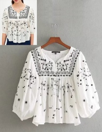 Fashion White Embroidery Flower Pattern Decorated Blouse