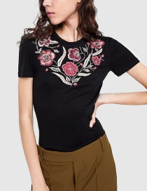 Fashion Black Embroidery Fllower Pattern Decorated T-shirt