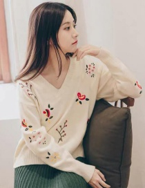 Fashion White Flower Pattern Decorated Sweater