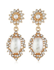 Fashion Gold Pearl-studded Earrings