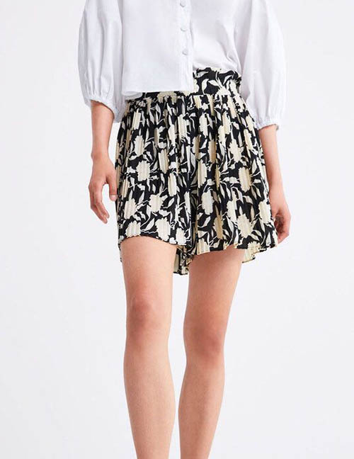 Fashion Black Pleated Shorts