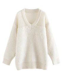 Fashion White V-neck Towel Embroidered Knit Sweater