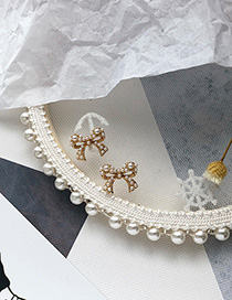 Fashion Bow Gold Pearl-studded Earrings