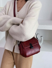 Fashion Red Wine Lock Chain Embroidered Shoulder Cross-body Bag