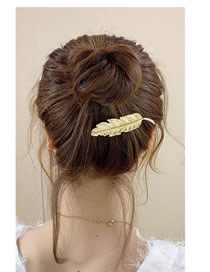 Fashion Golden Feather Alloy Geometric Hairpin