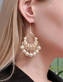 Fashion Gold Coloren Leaf Hollow Pearl Earrings