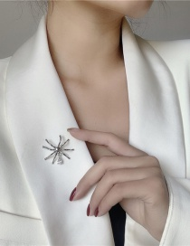 Fashion Silver Spider-shaped Alloy Brooch With Diamonds