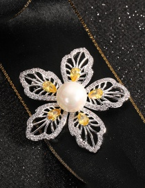 Fashion Flowers Gold-plated Copper Brooch With Pearl And Diamond Flowers