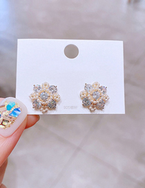 Fashion Gold Color Copper Inlaid Zirconium Rice Bead Flower Earrings