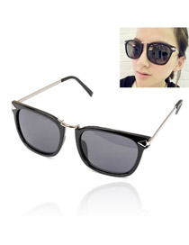Dreamlike With Black Frame Fashion Classic Vintage Design Resin Women Sunglasses