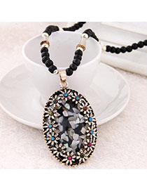 China Black Diamond Decorated Oval Pendant Design Alloy Bib Necklaces