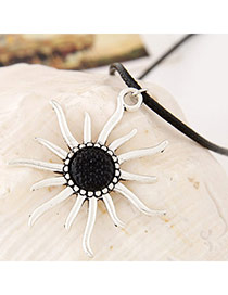 Special White Flower Pattern Pendant Simple Design