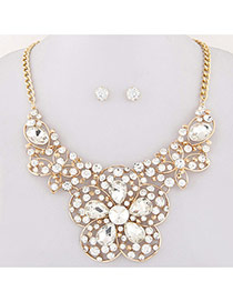 Exaggerated White Hollow Out Flower Decorated Short Chain Design