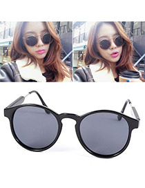 Vintage Black Thin Leg Round Frame Design Resin Women Sunglasses
