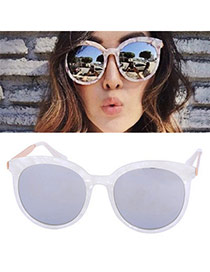 Temperamental White Round Frame Simple Design Plastic Women Sunglasses
