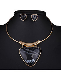 Exaggerated Black Triangle Gemstone Pendant Decorated Neck Strap Design