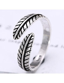 Vintage Anti-silver Leaf Grain Decorated Simple Opening Ring