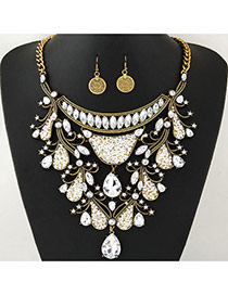 Delicate Gold Color Waterdrop Shape Diamond Pendant Decorated Short Chain Jewelry Sets
