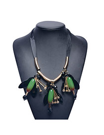 Exaggerate Green Crystal Flower Shape Pendane Decorated Simple Necklace