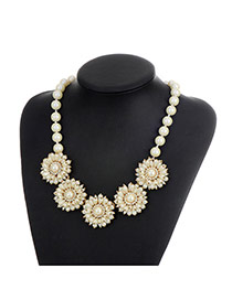 Fashion Milk White Pearls Decorated Flower Shape Simple Necklace