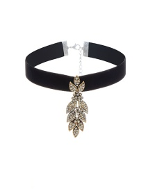 Vintage Black Metal Leaf Shape Pendant Decorated Simple Choker