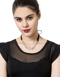 Trendy Black+silver Color Diamond&pearl Decorated Leaf Shape Pure Color Necklace
