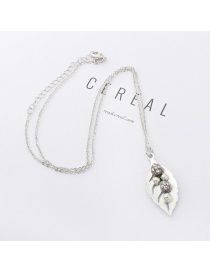 Elegant Silver Color Leaf Pendant Decorated Simple Necklace
